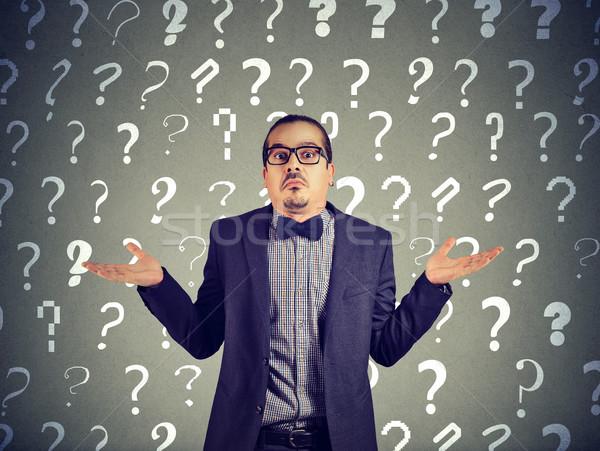 Homem pontos de interrogação jovem elegante terno ombro Foto stock © ichiosea