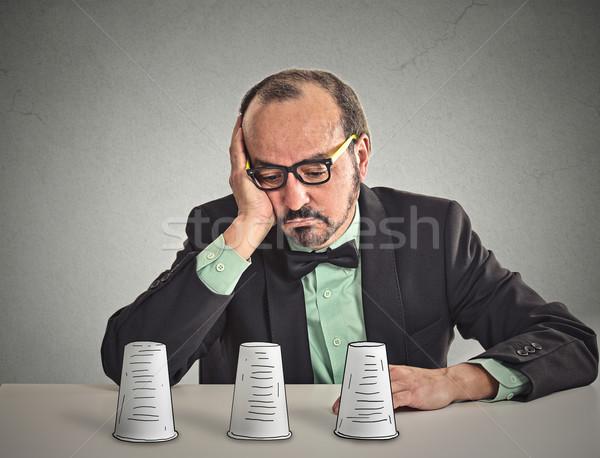Férfi szemüveg ül asztal játszik trükk Stock fotó © ichiosea