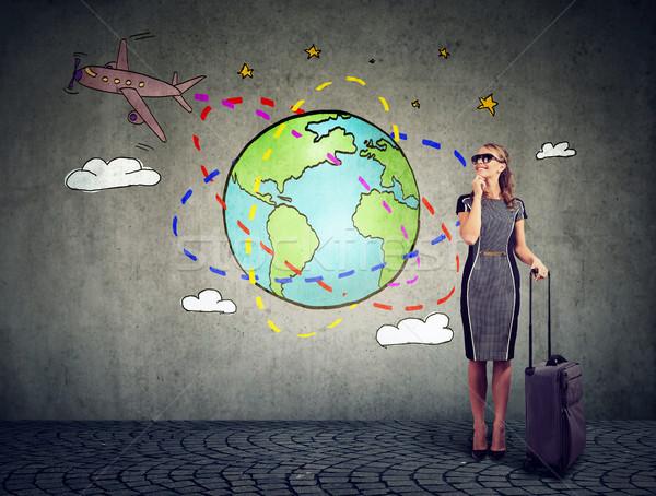 Stok fotoğraf: Genç · kadın · bavul · hazır · seyahat · düzlem · etrafında