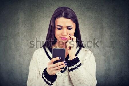 женщину наушники чтение sms смартфон прослушивании Сток-фото © ichiosea