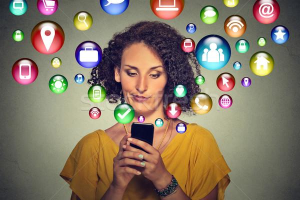 Komunikacji technologii telefonu komórkowego tech zły kobieta Zdjęcia stock © ichiosea