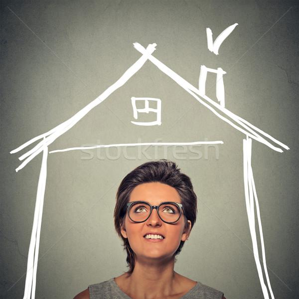 Nő felfelé néz ház tető fölött fej Stock fotó © ichiosea