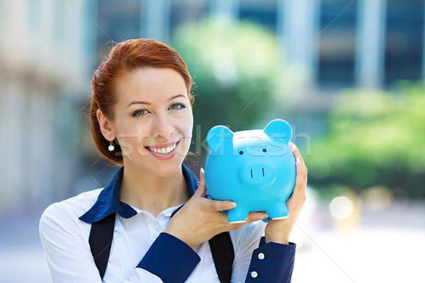 Glücklich Frau Corporate Mitarbeiter halten Sparschwein Stock foto © ichiosea