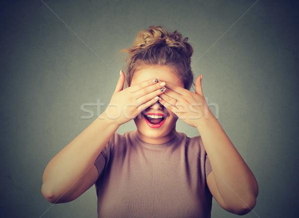 Verbergen lachend vrouw ogen meisje hand Stockfoto © ichiosea