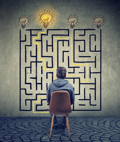 Mann Brainstorming Labyrinth Lösung verwechselt Geschäftsmann Stock foto © ichiosea