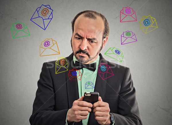 üzletember elfoglalt küldés üzenetek okostelefon portré Stock fotó © ichiosea