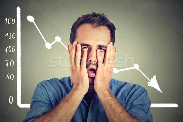Młody człowiek zdesperowany finansowych rynku Zdjęcia stock © ichiosea