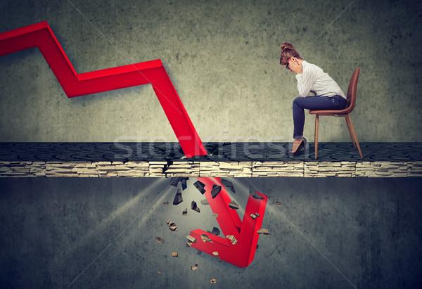 Deprimido mujer de negocios mirando hacia abajo caer rojo flecha Foto stock © ichiosea
