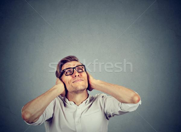Bosszús hangsúlyos férfi fülek felfelé néz stop Stock fotó © ichiosea
