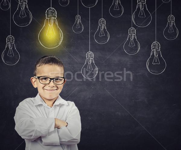 Grande idea Smart ragazzo soluzione lampadina Foto d'archivio © ichiosea