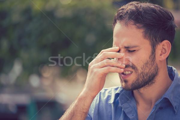 Behandelen man permanente buitenshuis gezicht Stockfoto © ichiosea