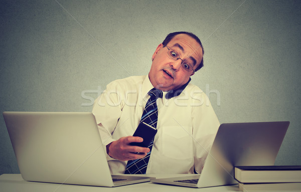 Multitarefa homem de negócios trabalhando mesa de escritório ocupado vida Foto stock © ichiosea