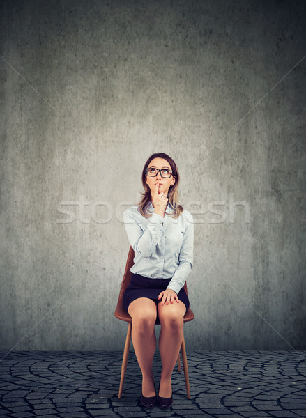 Ernstig zakenvrouw denken lege kantoor peinzend Stockfoto © ichiosea