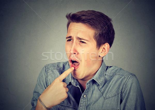 Człowiek palec usta niezadowolony gotowy w górę Zdjęcia stock © ichiosea