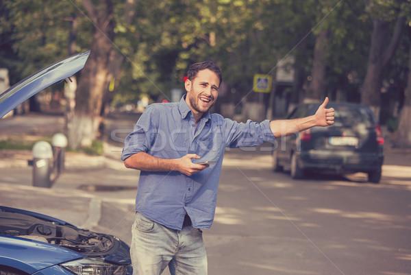 Zdjęcia stock: Człowiek · wzywając · wsparcie · samochodu · podziale · w · dół