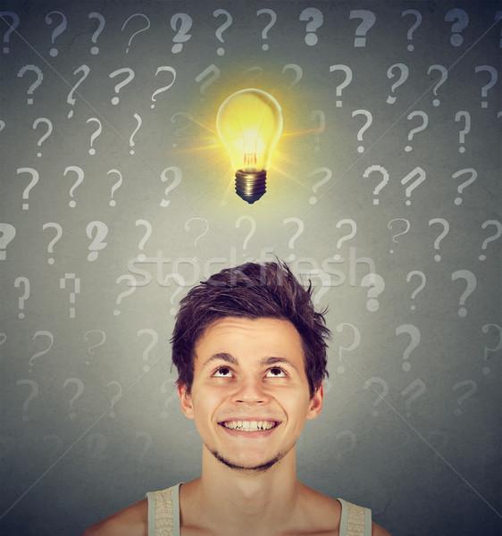 Mann Idee Glühlampe viele Fragen über Stock foto © ichiosea