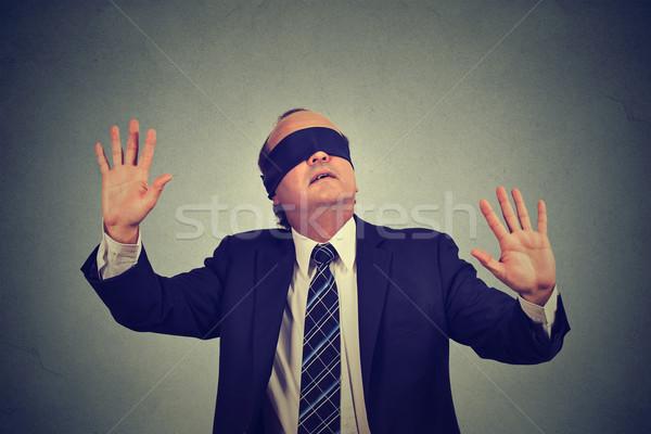 üzletember öltöny bekötött szemű nyújtás karok ki Stock fotó © ichiosea