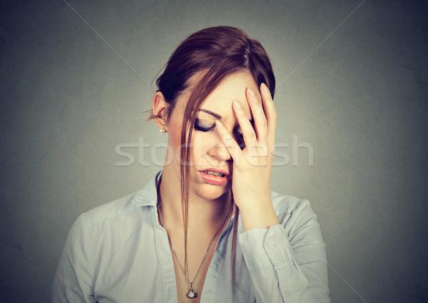 Traurig Frau beunruhigt Gesicht Blick nach unten Stock foto © ichiosea