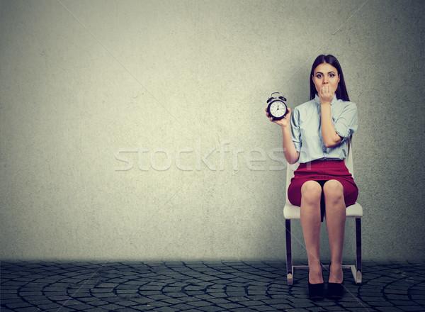 Angstig vrouw wekker wachten interview jonge vrouw Stockfoto © ichiosea