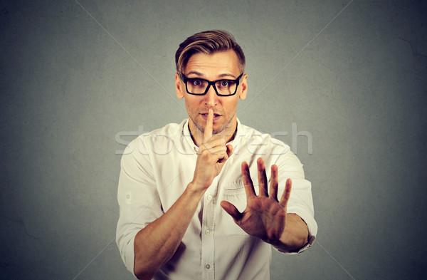 Hombre tranquilo silencio secreto gesto jóvenes Foto stock © ichiosea