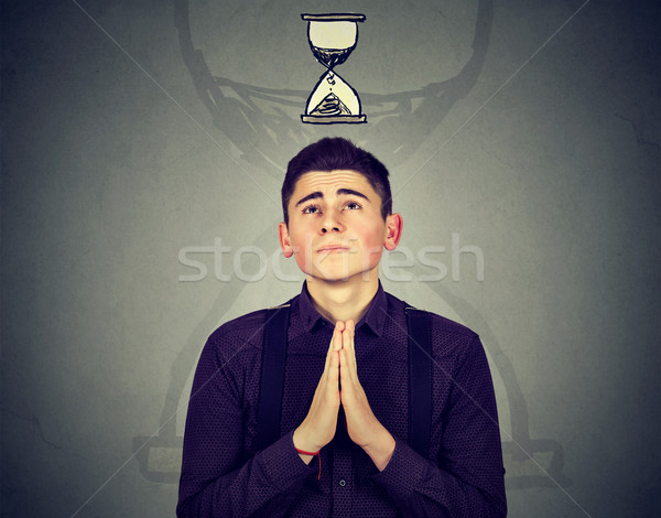 Man bidden zand klok gebrek Stockfoto © ichiosea