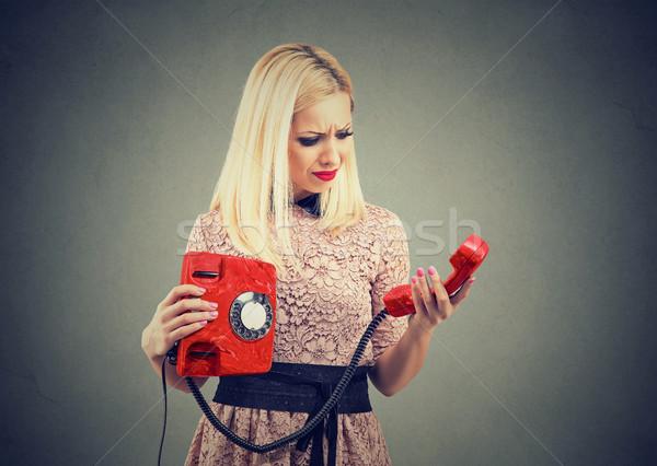 Agacé bouleversé jeune femme téléphone femme Photo stock © ichiosea