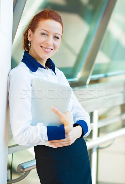Mosolyog üzletasszony vállalati alkalmazott közelkép portré Stock fotó © ichiosea