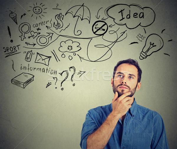 Férfi gondolkodik álmodik sok ötletek felfelé néz Stock fotó © ichiosea