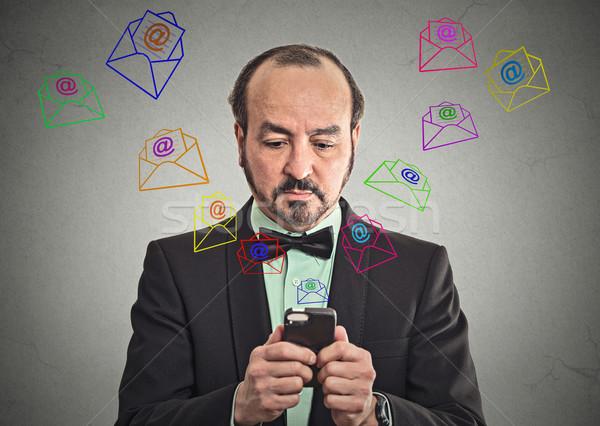Mann Nachricht E-Mail Smartphone Geschäftsmann Stock foto © ichiosea