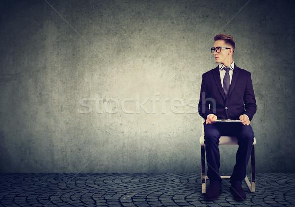 Homem sessão cadeira espera entrevista de emprego moço Foto stock © ichiosea