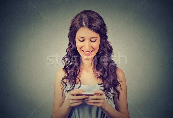Donna nuovo smartphone internet in tutto il mondo Foto d'archivio © ichiosea