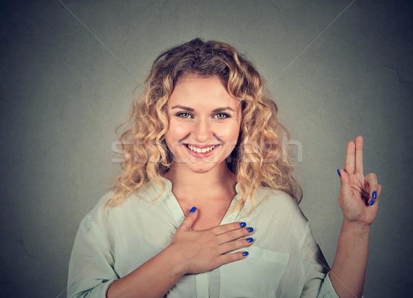 Jonge gelukkig vrouw bril belofte Stockfoto © ichiosea