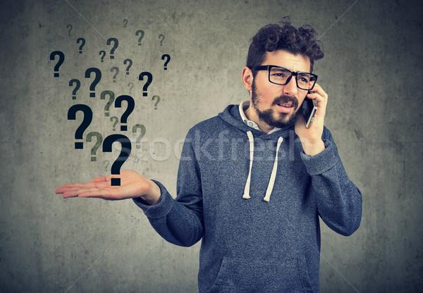 Confundirse hombre jóvenes barbado hablar Foto stock © ichiosea