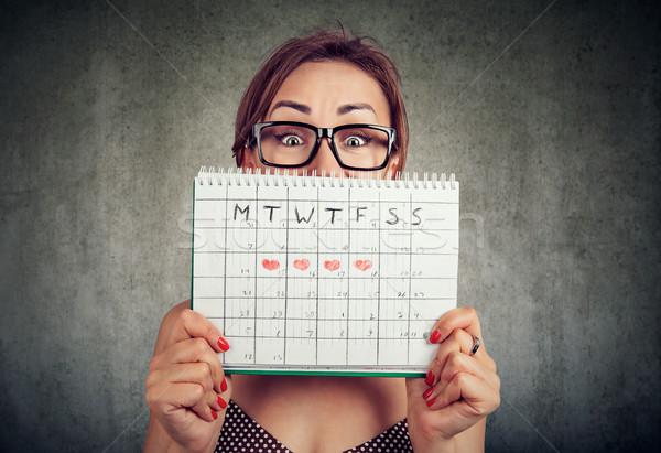 Funny gafas ocultación detrás calendario Foto stock © ichiosea
