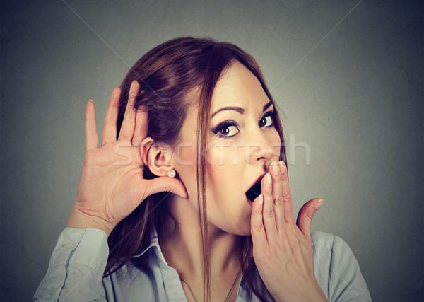 Sorprendido mujer mano oído escuchar chismes Foto stock © ichiosea