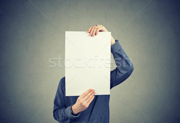 Férfi tart darab papír rejtőzködik arc Stock fotó © ichiosea