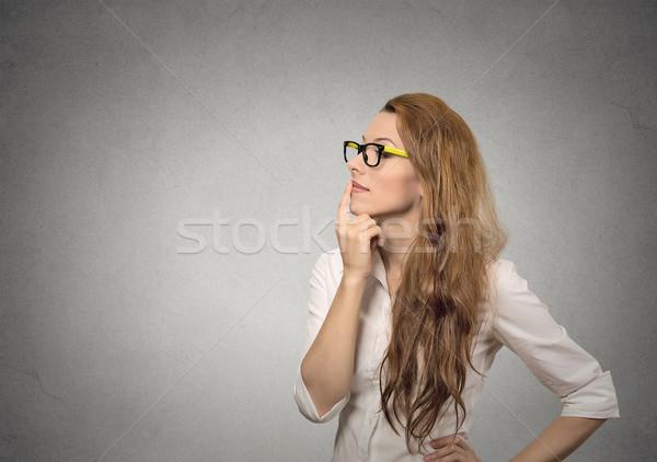 Vrouw denken portret kant profiel gelukkig Stockfoto © ichiosea