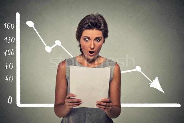 Megrémült nő néz pénzügyi iratok piac Stock fotó © ichiosea