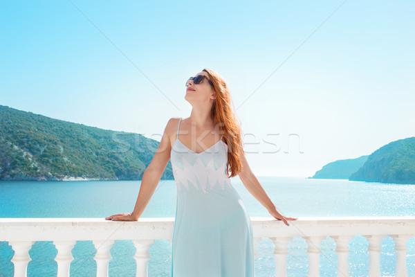 Inhoud vrouw tropische terras mooie model Stockfoto © ichiosea