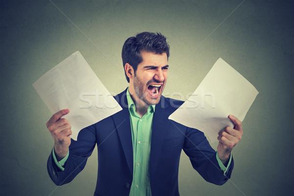 Enojado gritando hombre de negocios documentos documentos Foto stock © ichiosea