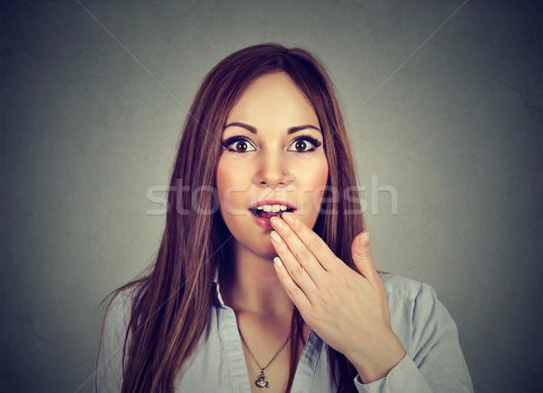 Portret verwonderd verwonderd jonge vrouw geïsoleerd grijs Stockfoto © ichiosea