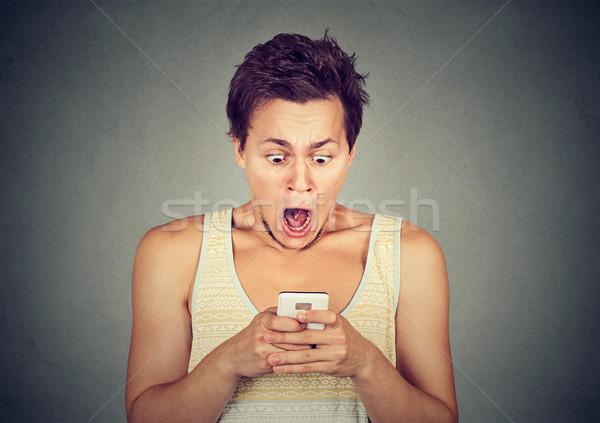 Niespokojny człowiek patrząc telefonu bad news Zdjęcia stock © ichiosea