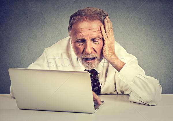 Сток-фото: старший · человека · рабочих · ноутбука · сидят
