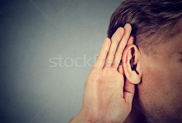 Man hand oor voorzichtig geïsoleerd grijs Stockfoto © ichiosea