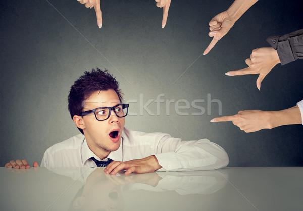 Ijedt férfi alkalmazott rejtőzködik asztal emberek Stock fotó © ichiosea