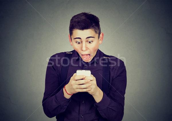 Endişeli adam bakıyor telefon kötü haber Stok fotoğraf © ichiosea