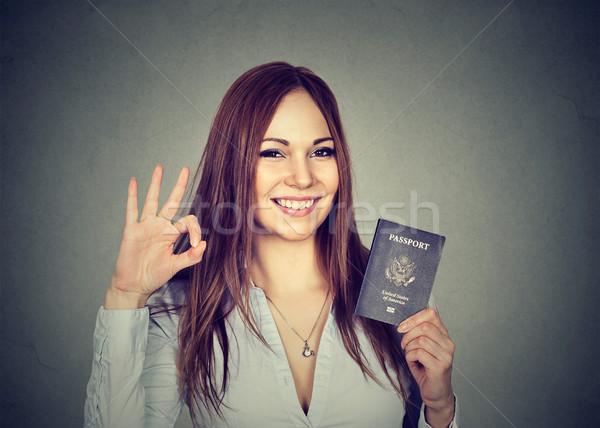 Aantrekkelijk jonge gelukkig vrouw USA paspoort Stockfoto © ichiosea