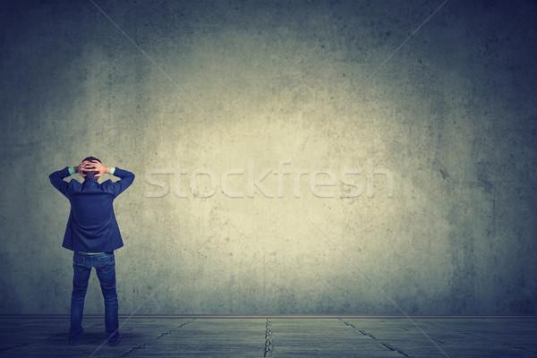 Stock fotó: Teljes · alakos · üzletember · szemben · fal · hátsó · nézet · áll