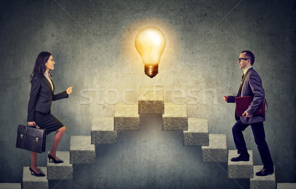 Ludzi biznesu wspinaczki w górę klatka schodowa kariery drabiny Zdjęcia stock © ichiosea