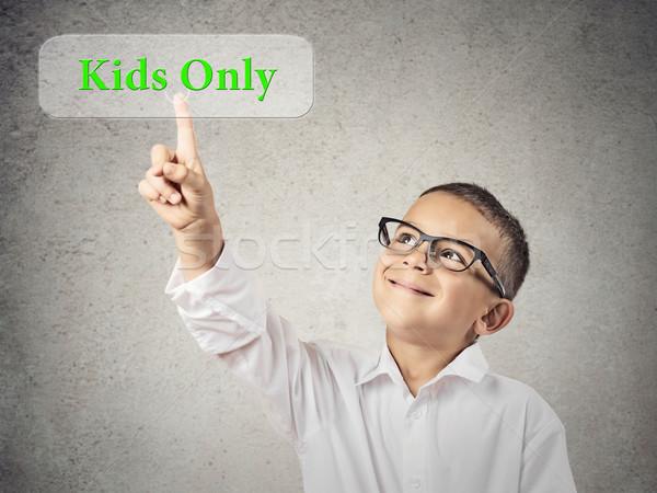 Fiú toló gyerekek gomb közelkép portré Stock fotó © ichiosea